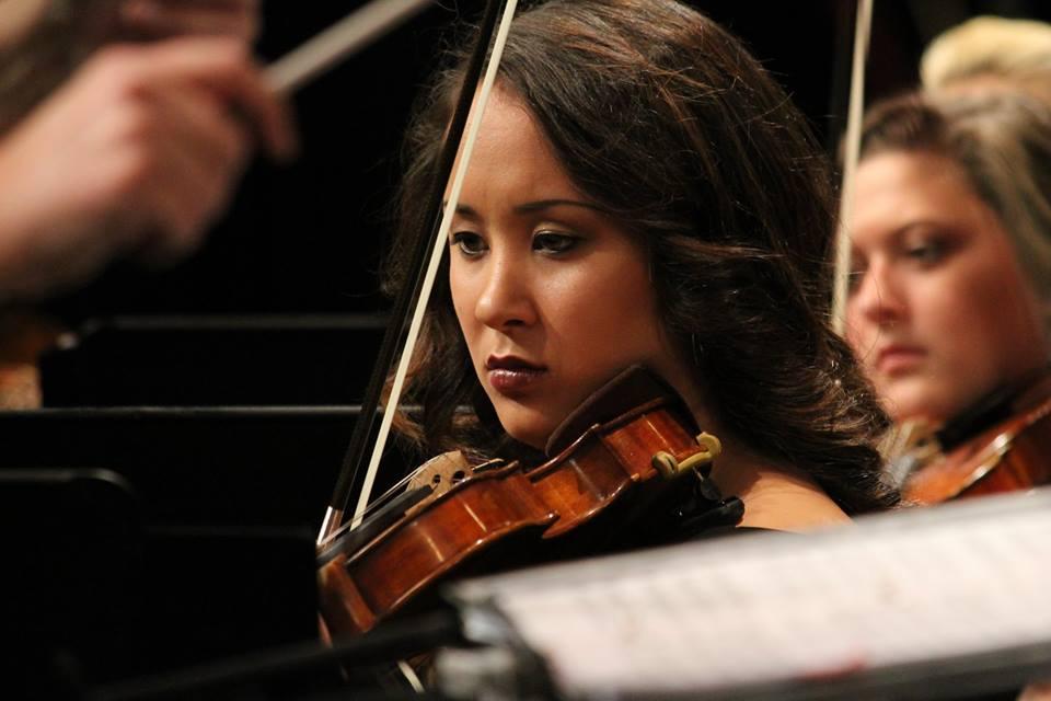 Sarah Close-up-violin